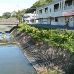三重営業所の前を流れる川