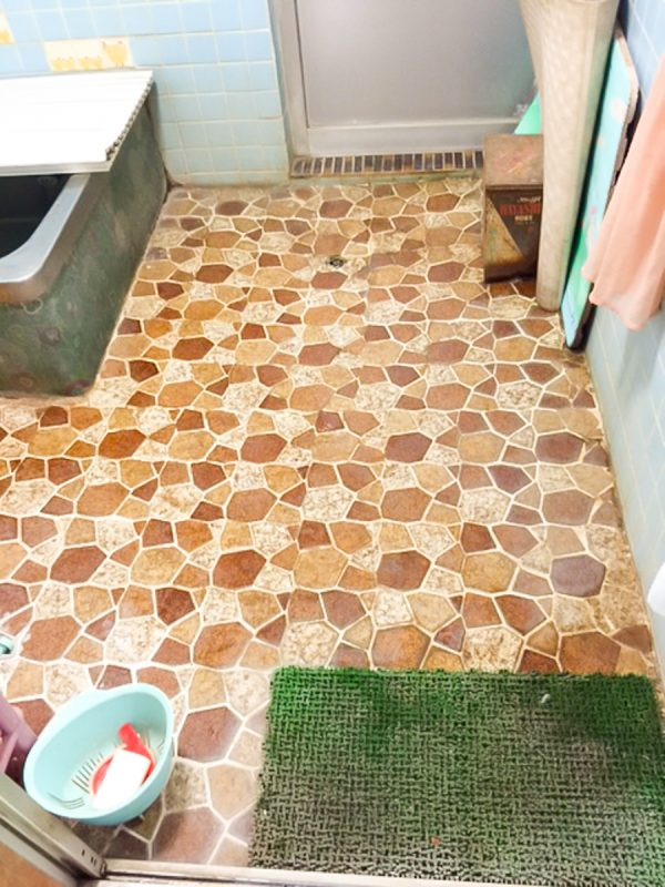 【滑り防止・移動円滑化】浴室床の滑り止め|工事代金 65,000円