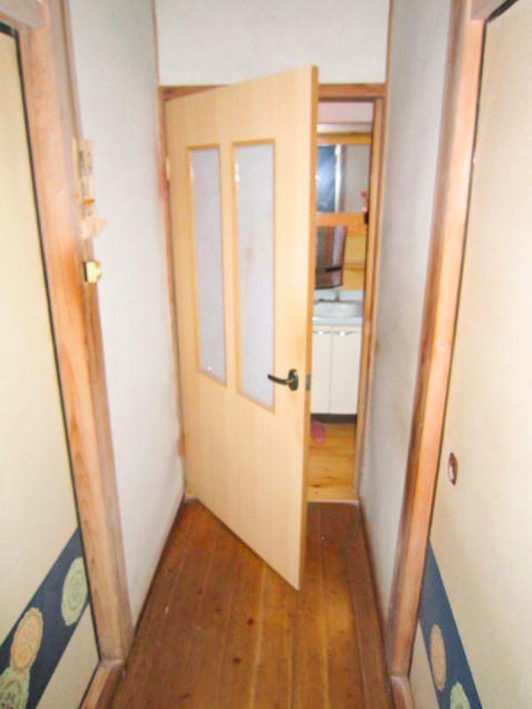 【扉取り替え】開き戸をアコーディオンカーテンへ変更|工事代金 30,000円